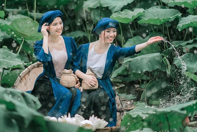 Trần Ngọc Huyền Trang (sinh ngày 06/10/1991) là phiên dịch viên tiếng Nhật. Còn Trần Ngọc Huyền Trân (sinh ngày 26/8/1995), làm trang điểm tại Hà Nội.