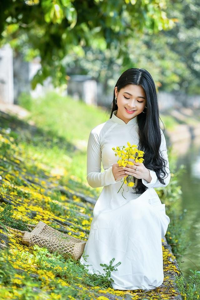 """""""Hot girl tráng bánh mướt"""" xứ Nghệ đẹp dịu dàng dưới tán hoàng yến - 6"""