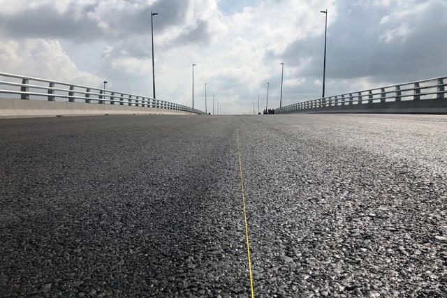 Cầu vượt trên Vành đai 2 gồm 4 làn xe, dài 316m.