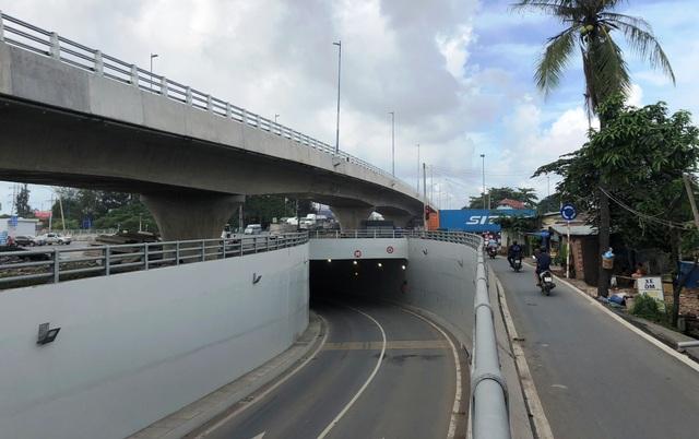 Cầu vượt trên Vành đai 2 và kết hợp với hạng mục hầm chui rẽ trái đã được thông xe vào tháng 2/2018 sẽ tạo được hướng lưu thông thông suốt cho các loại phương tiện.