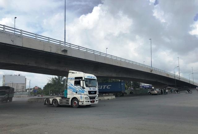 Sắp thông xe cầu vượt nút giao thông nguy hiểm nhất phía Đông Sài Gòn - 1