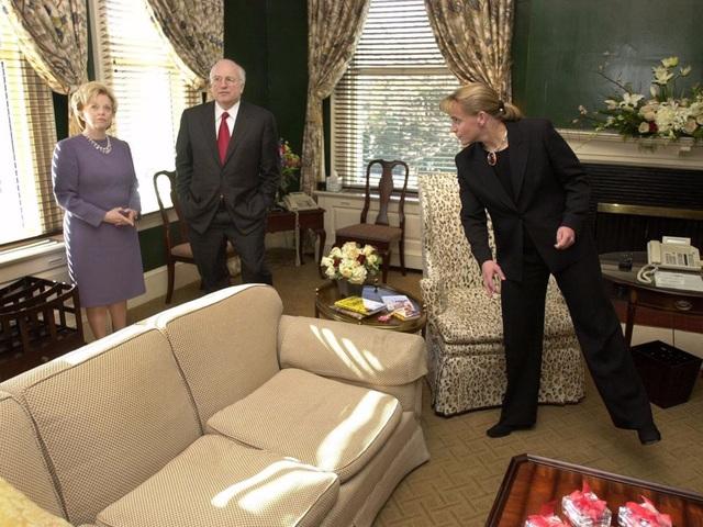 Trong khi đó, cựu Phó Tổng thống Dick Cheney lại trang trí căn nhà theo phong cách trung tính, nền nã với màu chủ đạo là xanh lá cây và màu kem. (Ảnh: AP)