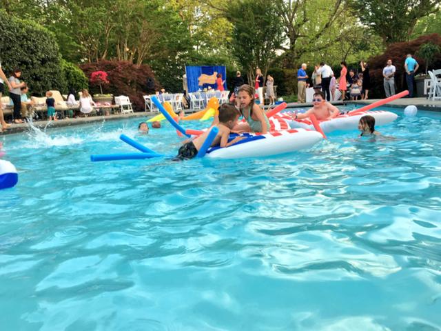 Cựu Phó Tổng thống Dan Quayle đã cho xây thêm bể bơi và phòng tập luyện thể thao lại khu nhà trong nhiệm kỳ của ông. (Ảnh: SL)