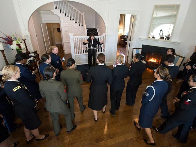 Bà Karen Pence tổ chức các sự kiện cho quân nhân Mỹ tại dinh thự (Ảnh: Wikipedia)