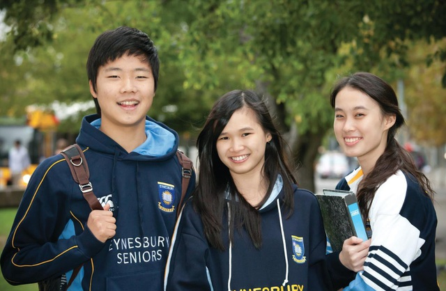 Các bạn học sinh Việt Nam tại trường Eynesbury