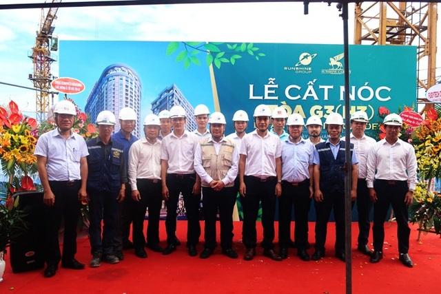 Buổi lễ cất nóc tòa G3 dự án Sunshine Garden được tổ chức long trọng dưới sự chứng kiến của Ban lãnh đạo Tập đoàn, các nhà thầu uy tín cùng hàng trăm quan khách.