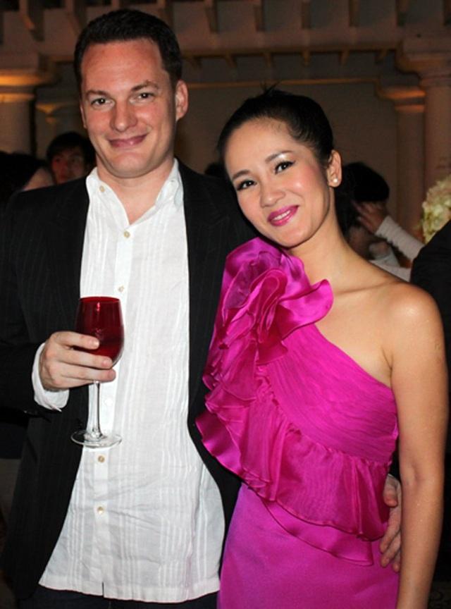 Hồng Nhung và chồng trẻ chia tay trong tiếc nuối của người hâm mộ