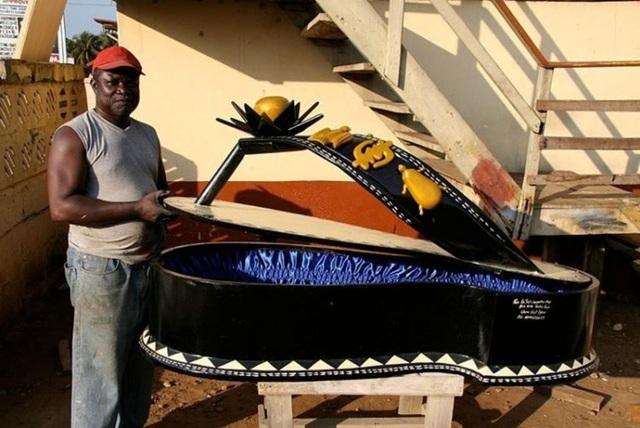 Một chiếc quan tài đầy tính nghệ thuật ở Ghana