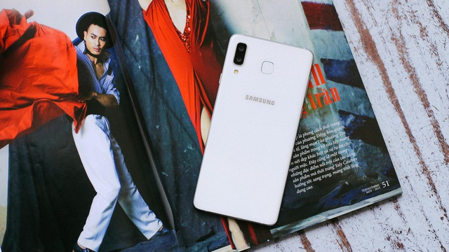Galaxy A8 Star có 2 màu là Bạc Titanium và Đen Thạch Anh tạo nên vẻ ngoài tinh tế và sang trọng.