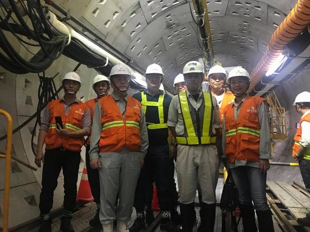 """PGS.TS. Nguyễn Thị Tuyết Trinh và các đồng nghiệp Nhật Bản tham gia tư vấn kỹ thuật cho công nghệ vỏ hầm phân đoạn """"segment""""để xây dựng tuyến đường sắt đô thị số 1 Bến Thành - Suối Tiên"""