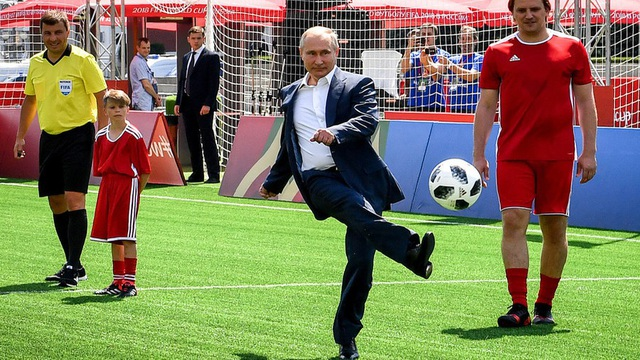 Nhiều ngôi sao bóng đá từ các câu lạc bộ hàng đầu thế giới như Real Madrid hay Barcelona cũng có mặt tại Quảng trường Đỏ và có những trận bóng giao hữu với các cầu thủ trẻ.