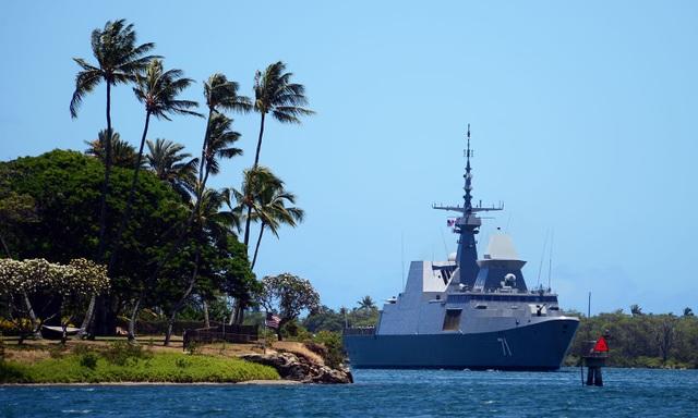 Tàu khu trục mang tên lửa dẫn đường RSS Tenacious (71) của Singapore