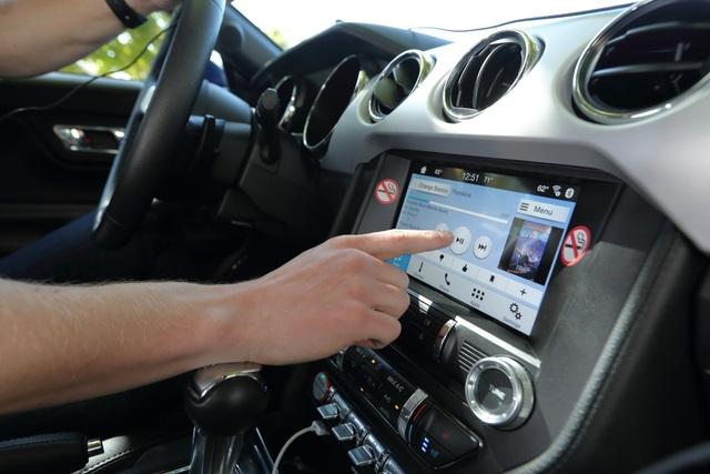 Android Auto và Apple CarPlay giúp tài xế đỡ mất tập trung hơn - 1