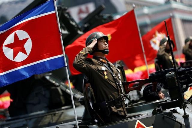 Quân đội Triều Tiên diễu binh tại Bình Nhưỡng (Ảnh: Reuters)