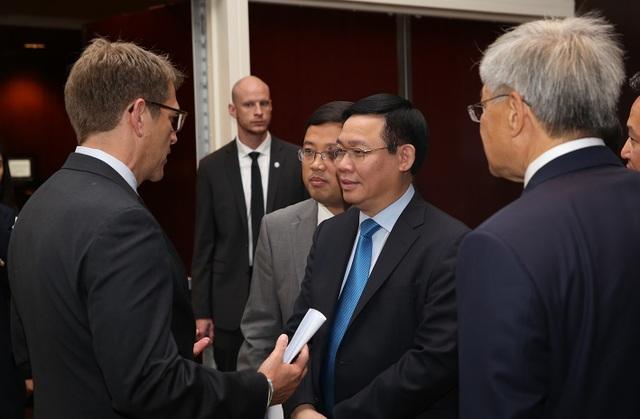 Lãnh đạo Chính phủ Việt Nam khẳng định sẽ luôn tạo mọi điều kiện tốt nhất để doanh nghiệp Hoa Kỳ làm ăn kinh doanh ổn định và lâu dài tại Việt Nam