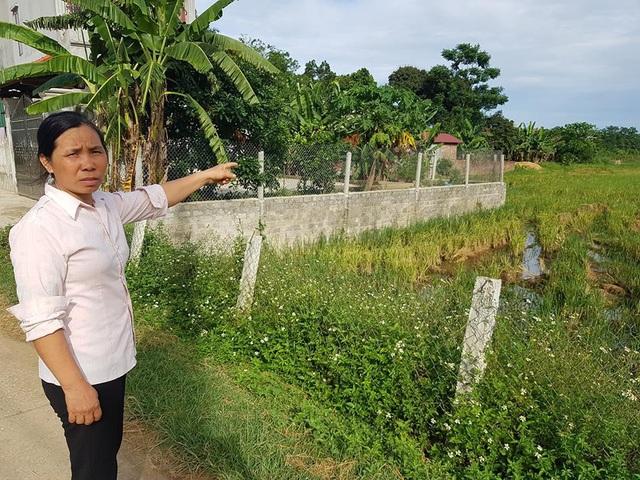 Diện tích đất nông nghiệp gia đình bà Inh đang sản xuất bị gia đình ông Lý đến chiếm đoạt.
