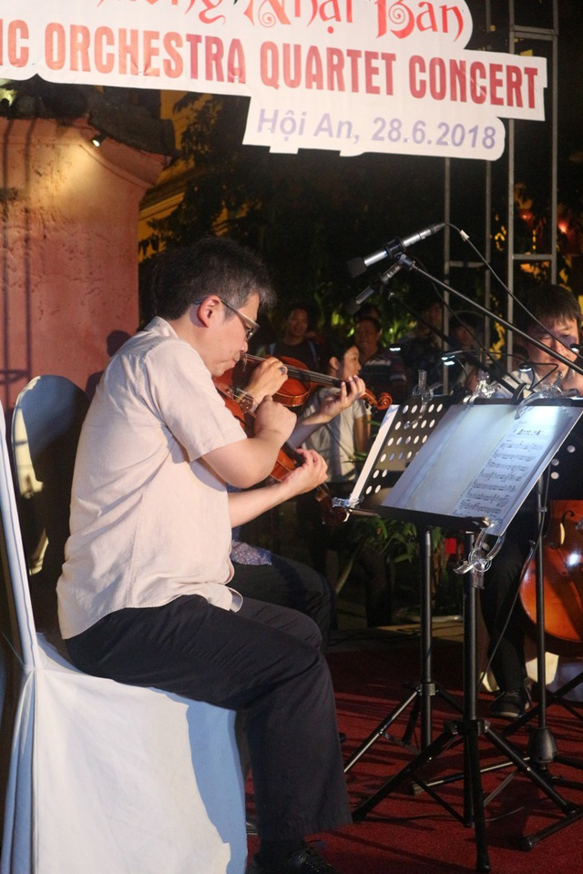 Biểu diễn chơi nhạc không dùng gậy của các nghệ sĩ