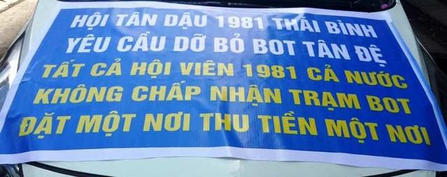 Khẩu hiệu phản đối trạm BOT Tân Đệ của Hội Tân Dậu 1981 Thái Bình (ảnh: Người dân cung cấp)