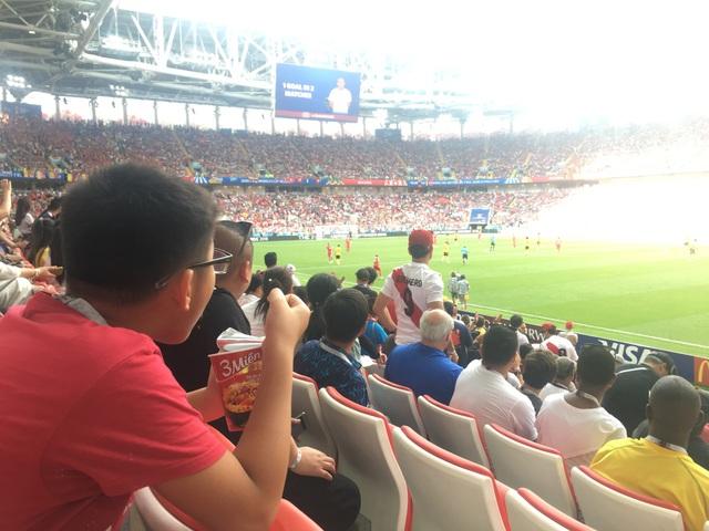 """""""Tận hưởng bóng đá""""- Ảnh Minh Hải gửi về từ sân vận động Spartak, Moskva, LB Nga (6/2018)"""