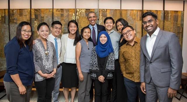 Đầu năm 2018, Phan Văn Quyền (áo sơmi trắng) trở thành 1 trong 10 lãnh đạo thanh niên ASEAN, đại diện thanh niên Việt Nam đối thoại với Nguyên Tổng thống Mỹ Barack Obama tại Singapore…