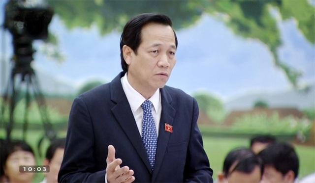 Bộ trưởng Đào Ngọc Dung trong một phiên trả lời chất vấn tại UB Thường vụ Quốc hội