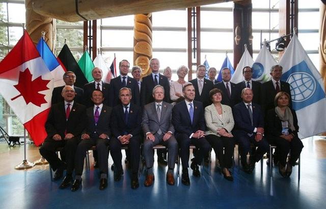 Các lãnh đạo chụp hình tập thể tại cuộc họp G7 ở Whistler, bang British Columbia, Canada. Ảnh: Reuters