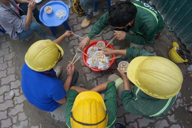Bữa sáng của công nhân xây dựng - 2