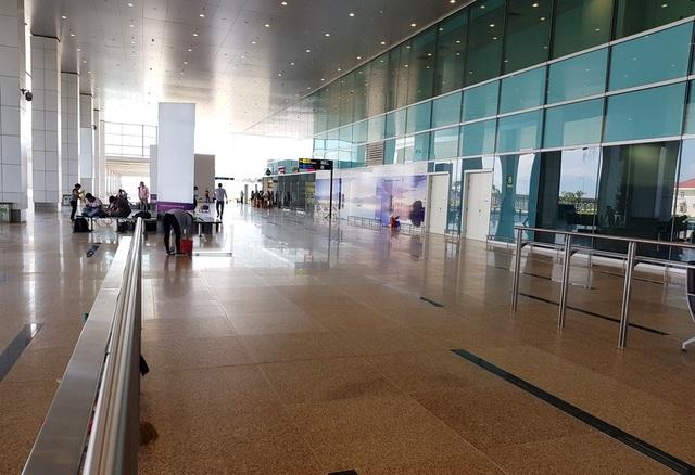 Bên trong nhà ga quốc tế Cam Ranh (Khánh Hòa) được thiết kế hình tổ yến