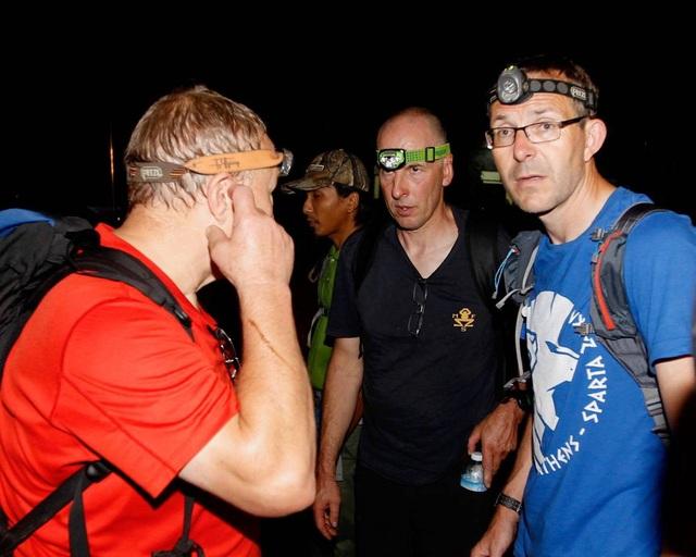 3 thợ lặn người Anh từng có kinh nghiệm thám hiểm hang Tham Luang Nang Non trước đây cũng tham gia chiến dịch tìm kiếm người mất tích. (Ảnh: EPA)