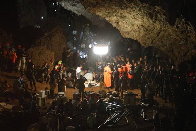 13 người, gồm 12 thành viên trong đội bóng thiếu niên và huấn luyện viên, đã mất tích trong hang Tham Luang Nang Non tại tỉnh Chiang Rai ngày 23/7. Công tác tìm kiếm cứu hộ đã được triển khai khẩn trương với hy vọng có thể kịp thời giải cứu những người gặp nạn. (Ảnh: The Nation)