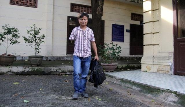 Anh Trần Xuân Trì kiện đòi bồi thường thiệt hại sau khi cánh tay bị mất do tai nạn lao động và bị cho nghỉ việc