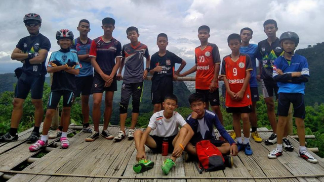 Các thành viên của đội bóng Wild Boars trong bức ảnh chụp chung hồi đầu tháng (Ảnh: Bangkok Post)