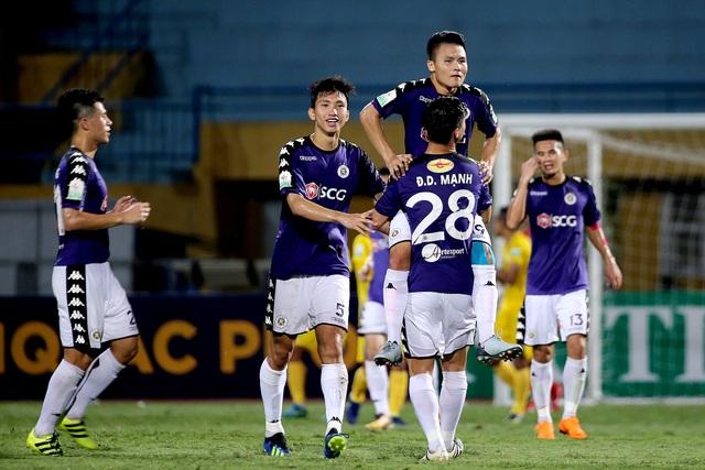 CLB Hà Nội đang bất bại sau 12 vòng đấu đã qua tại V-League 2018 (ảnh: Gia Hưng)