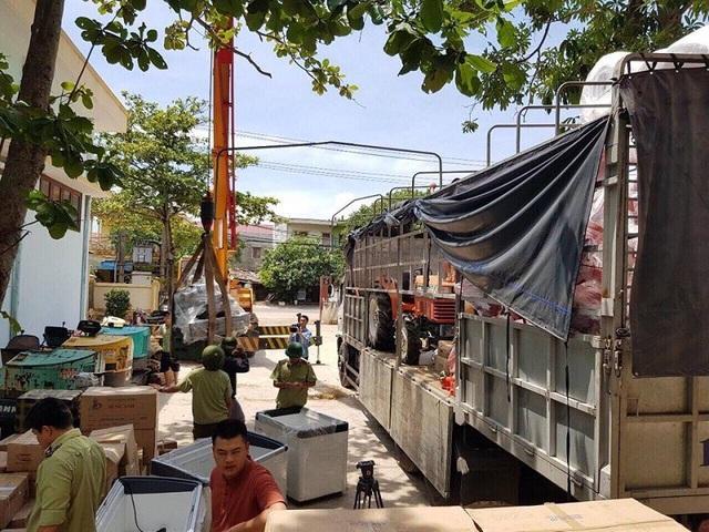 Chiếc xe tải chở theo lô hàng cấm nhập khẩu bị lực lượng chức năng Quảng Bình bắt giữ