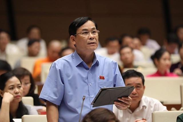Đại biểu Hoàng Văn Hùng (Thái Nguyên) đề cập tình trạng ô nhiễm môi trường đang diễn ra nghiêm trọng trên các dòng sông lớn (Ảnh: Như Phúc)