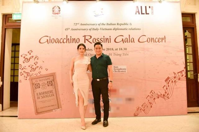 Vợ chồng diễn viên Minh Tiệp là khách mời tham dự hoà nhạc.