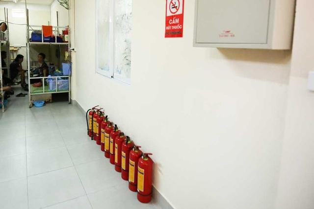 Nhà trọ cũng được trang bị dụng cụ chữa cháy theo quy định.