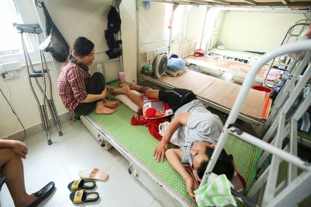 Mỗi giường nghỉ có ngăn để đồ cá nhân cùng khoá riêng.