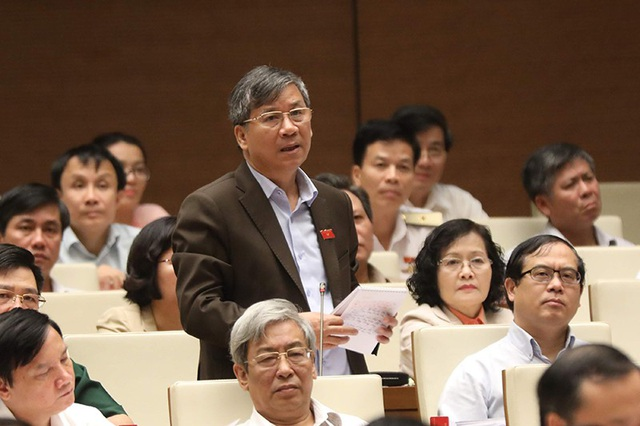 Đại biểu Nguyễn Anh Trí: Bộ trưởng có yên tâm với biện pháp quản lý đất tại các địa phương có đặc khu hiện nay?. (Ảnh: Như Phúc)