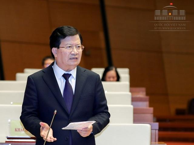 Phó Thủ tướng Trịnh Đình Dũng làm rõ thêm những vấn đề liên quan đến ngành giao thông