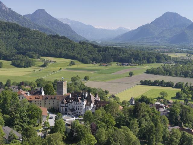Schloss Neubeuern, Trường Trung học tư thục nội trú hàng đầu nước Đức - 1