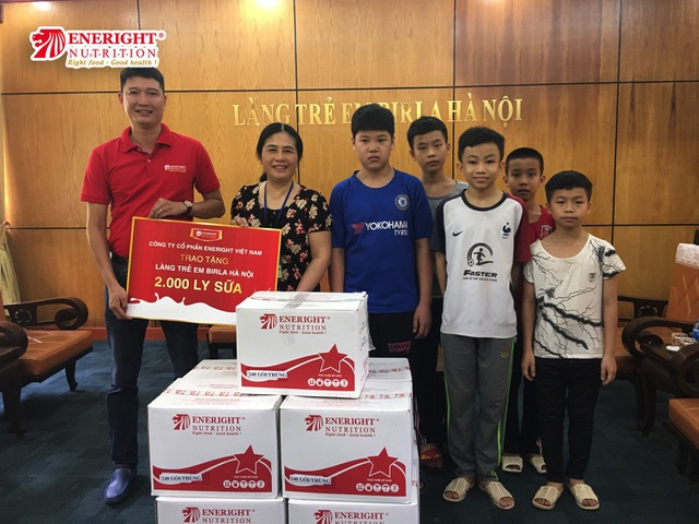 Eneright Việt Nam tặng 4.000 ly sữa cho trẻ em có hoàn cảnh khó khăn nhân 1/6 - 2