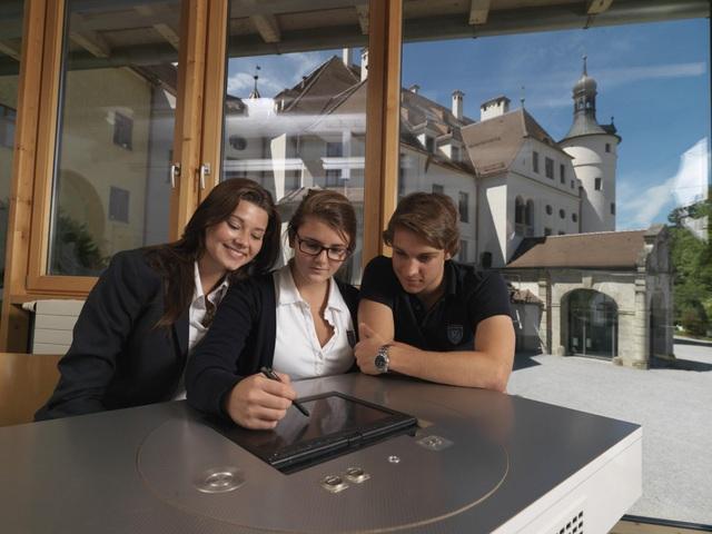 Schloss Neubeuern, Trường Trung học tư thục nội trú hàng đầu nước Đức - 3