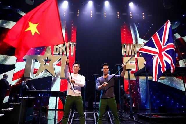 Cùng nâng cao lá cờ Việt Nam trên đấu trường quốc tế là điều không mấy người có thể làm được.
