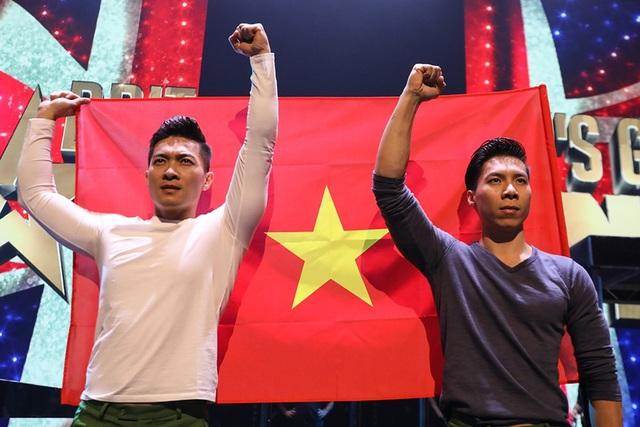 Sau phần tổng duyệt, Quốc Cơ - Quốc Nghiệp thể hiện tinh thần yêu nước bên lá cờ đỏ sao vàng