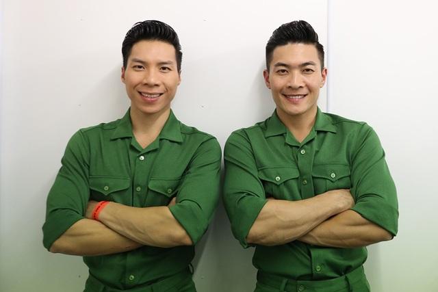 Anh em Hoàng tử xiếc chọn trang phục bộ đội - hình ảnh của thanh niên Việt Nam để thấy rõ tinh thần yêu nước và niềm tự hào dân tộc rất lớn.