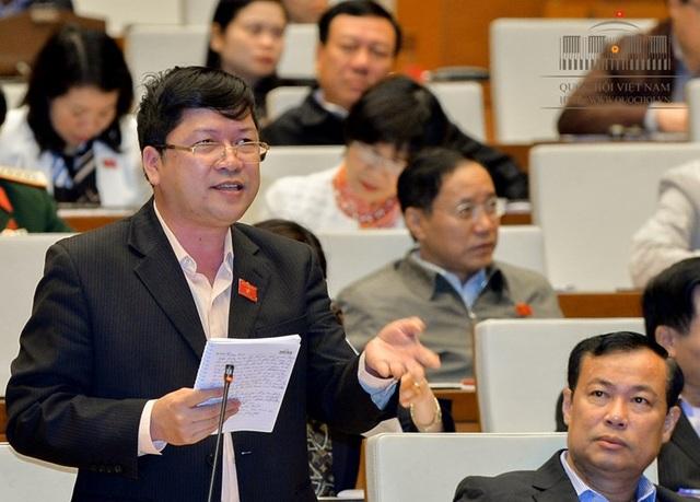 Đại biểu Tạ Văn Hạ nêu câu hỏi chất vấn
