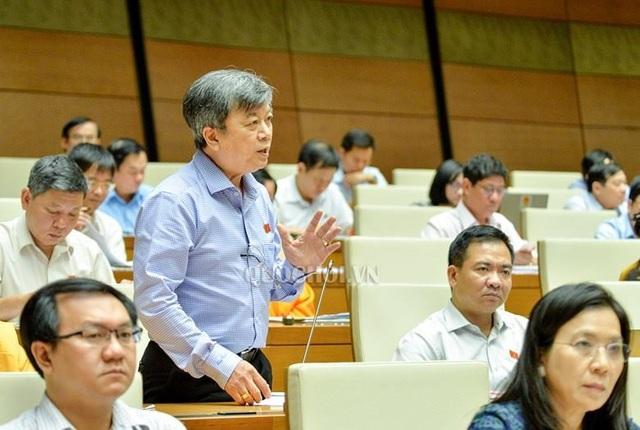 Đại biểu Trương Trọng Nghĩa dẫn thông tin trên báo Dân trí để chất vấn Bộ trưởng Nguyễn Văn Thể