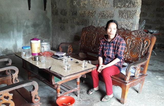 Người mẹ nghèo bất lực trước tình cảnh của đứa con trai