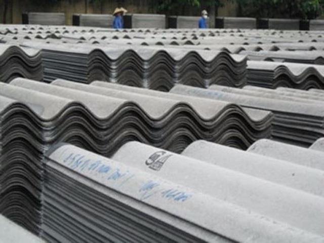 Việc Bộ Xây dựng dự kiến dừng sản xuất amiăng trắng gây nên nhiều ý kiến phản đối (Ảnh minh họa/PLO)